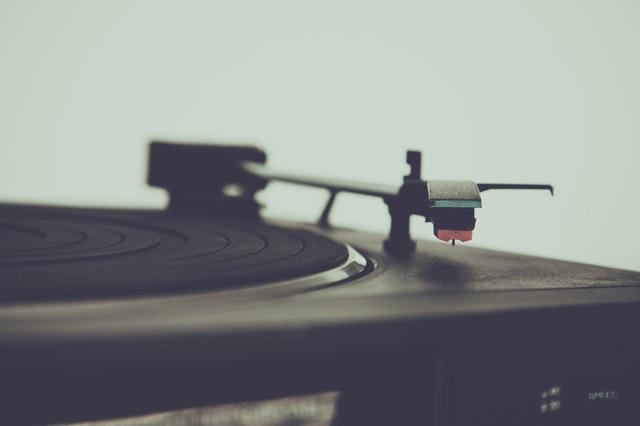 Pričarajte nostalgijo s pomočjo stare glasbe